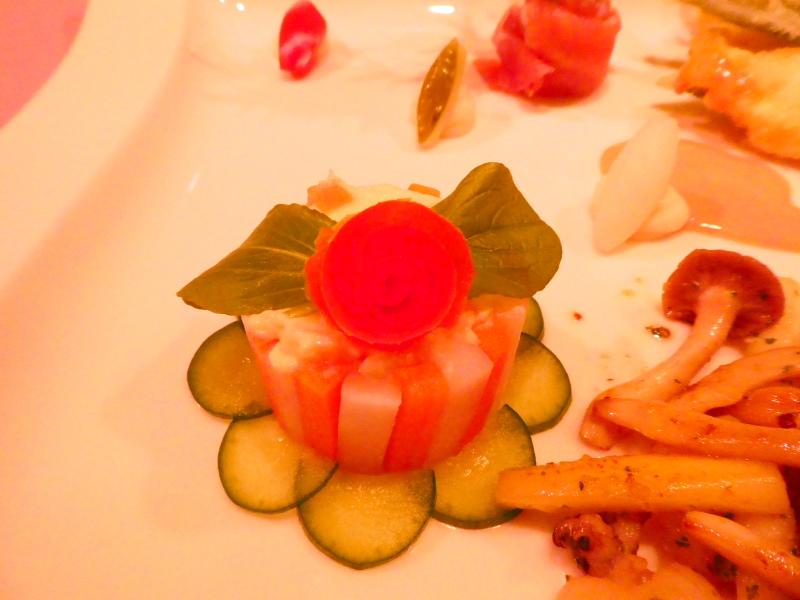 オーベルジュミヨーの夕食 オードブルの盛合わせ 大根とにんじんのピクルス