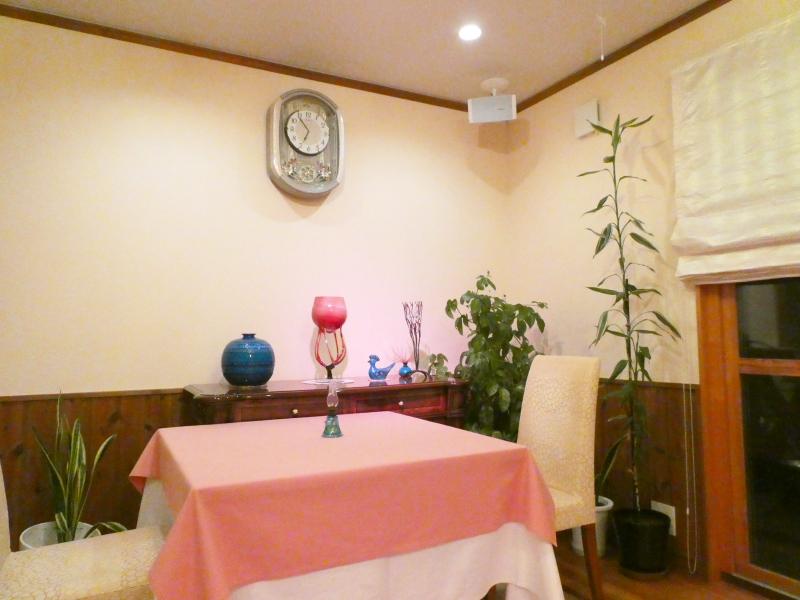 オーベルジュミヨーのレストランのテーブル