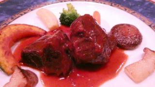 オーベルジュミヨーの夕食メインの肉料理 和牛ほほ肉の赤ワイン煮込み(鹿児島県産黒毛和牛A5ランク)
