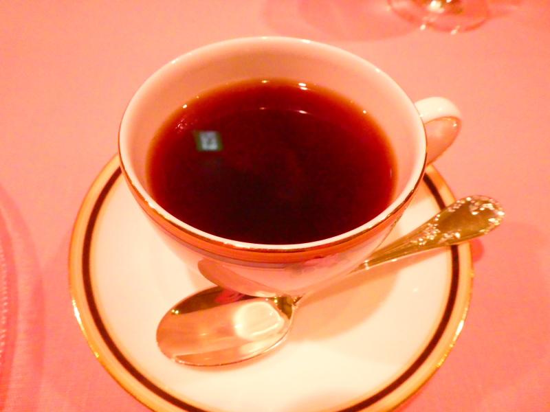 オーベルジュミヨーの夕食 デザートと一緒にコーヒーをいただく