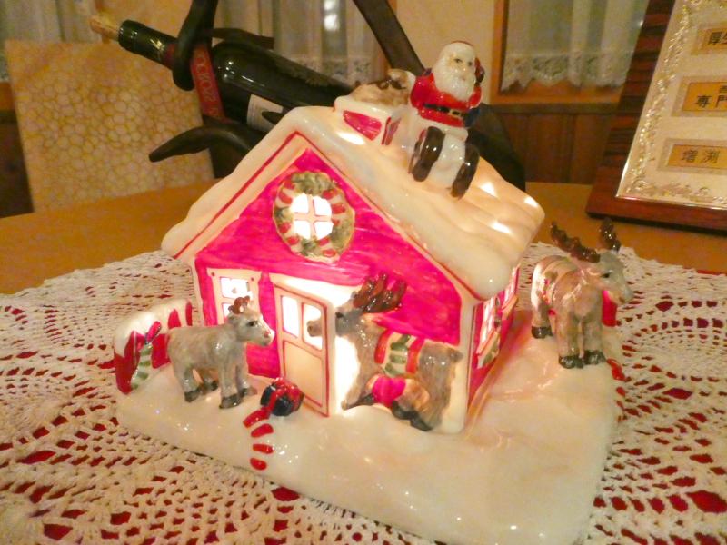 オーベルジュミヨー レストランに飾られたクリスマスのオブジェ