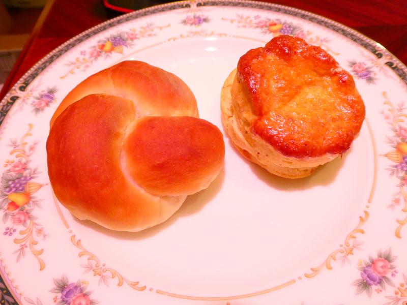 オーベルジュミヨー 部屋でいただく洋朝食の2種類のパン