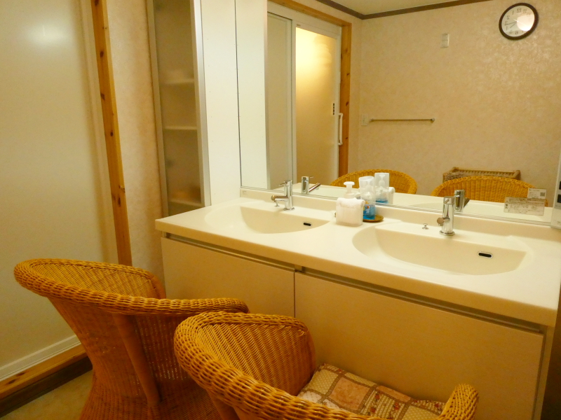 伊豆高原オーベルジュミヨーの広々とした洗面台