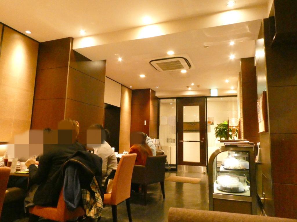 カフェミヤマ新宿南口店の店内