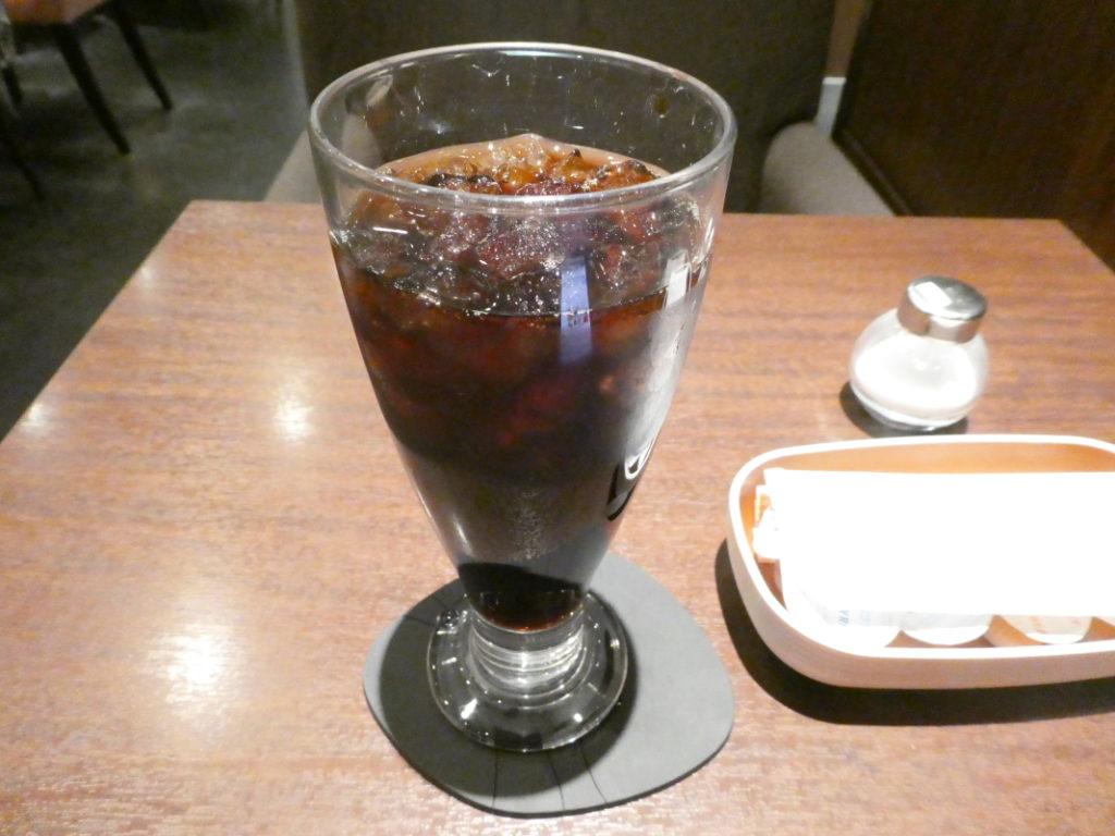 カフェミヤマ新宿南口店で食べるランチ 全粒粉ホットサンドセットのアイスコーヒー