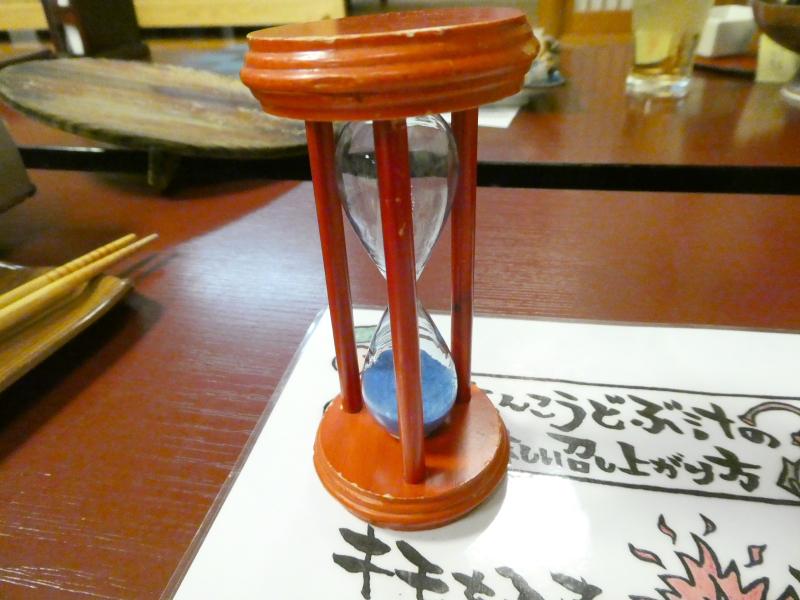 平潟港温泉まるみつ_夕食 どぶ汁を作る時には砂時計を使う