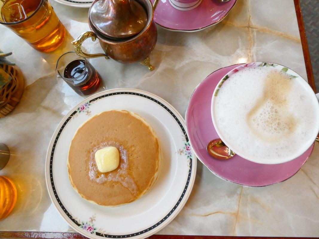 熱海_喫茶アジールのホットケーキとカフェオーレ