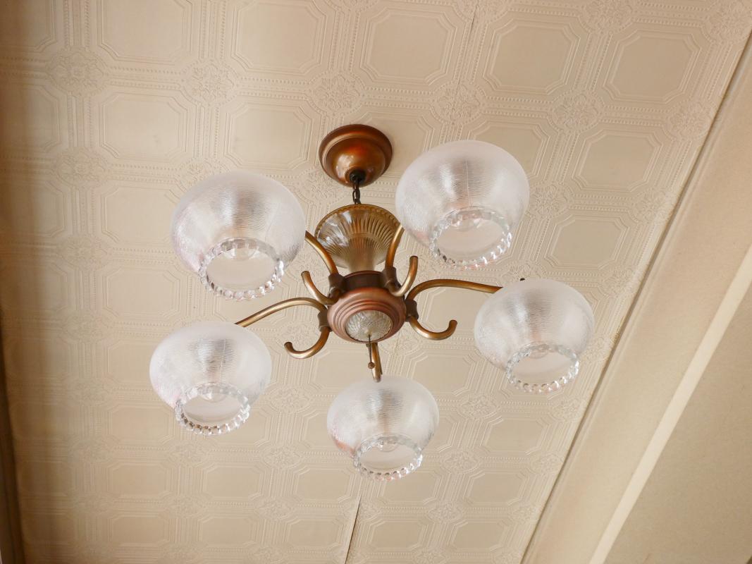 熱海_純喫茶サンバードの天井の照明