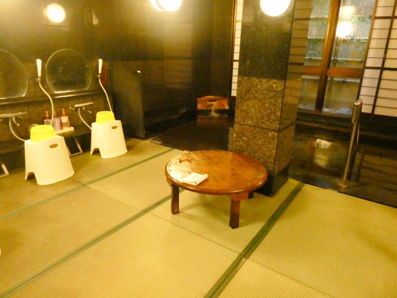 平潟港温泉あんこうの宿まるみつの大浴場、畳敷きの和室風呂