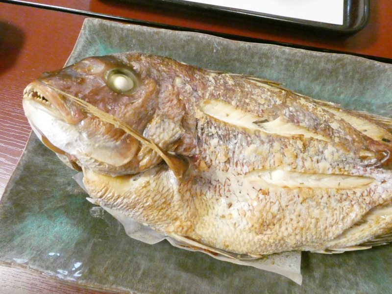 あんこうの宿まるみつ朝食 鯛を一匹まるごと