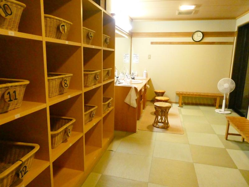 平潟港温泉あんこうの宿まるみつの大浴場赤御影石風呂の脱衣所