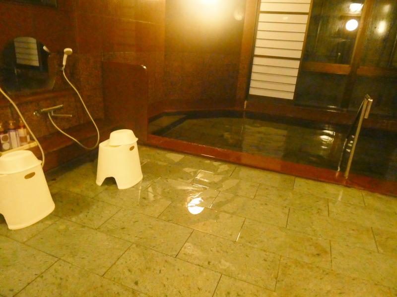 平潟港温泉あんこうの宿まるみつの大浴場赤御影石風呂