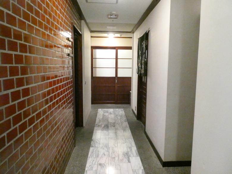 熱海_さくらや旅館の部屋に向かう通路