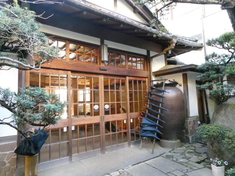 熱海_さくらや旅館の玄関
