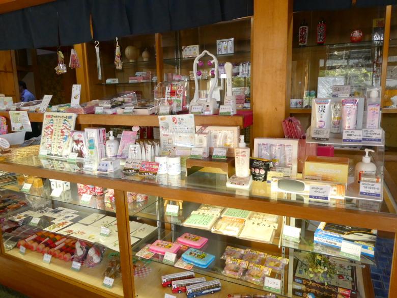 熱海_さくらや旅館のラウンジに併設された土産物屋