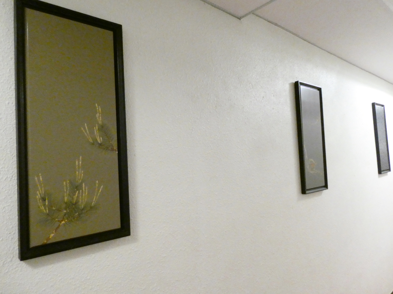 熱海_さくらや旅館の館内に飾られた絵画