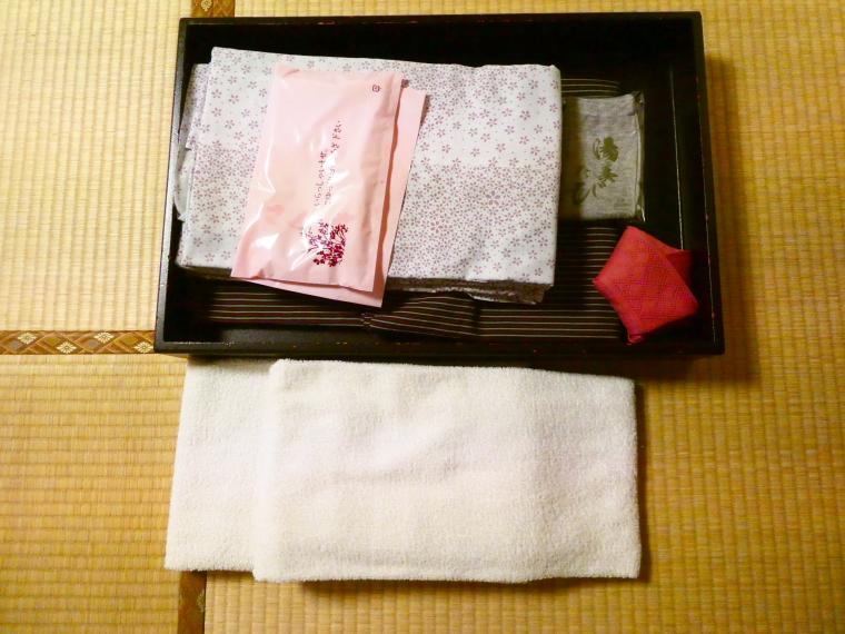 熱海_さくらや旅館 輪島にセットされた浴衣とタオル