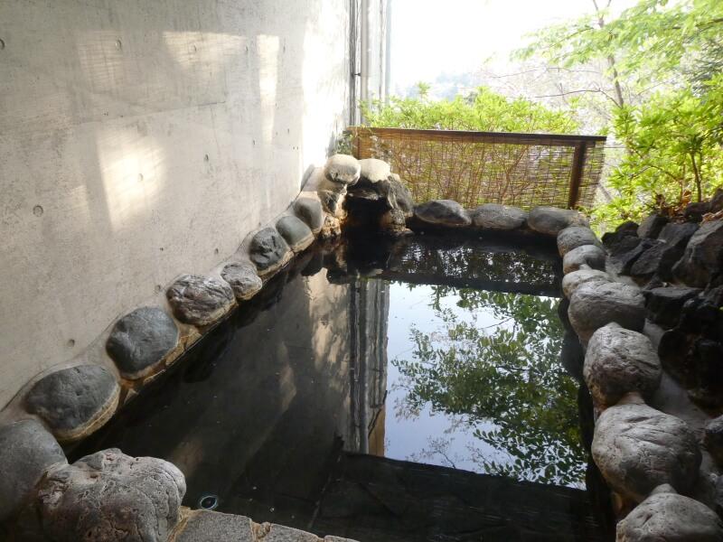 伊豆高原_茄子のはな まめの間の専用岩露天風呂