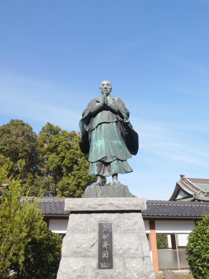 伊豆_蓮着寺の日蓮像