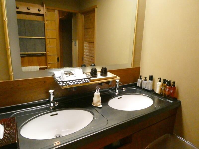 伊香保温泉香雲館の貴賓室「銀閣」の洗面所