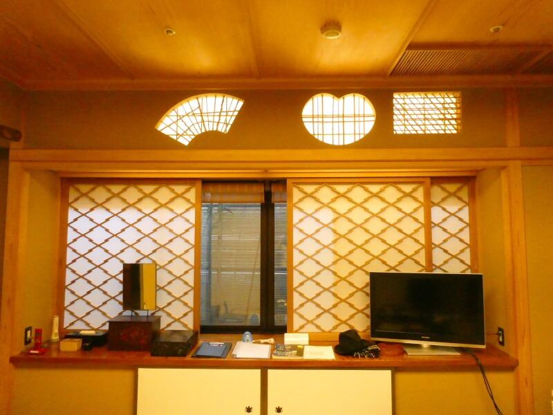 伊香保温泉香雲館の貴賓室「銀閣」の和室の欄間