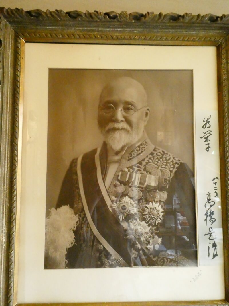 伊香保_香雲館のロビーに飾られた高橋是清の写真