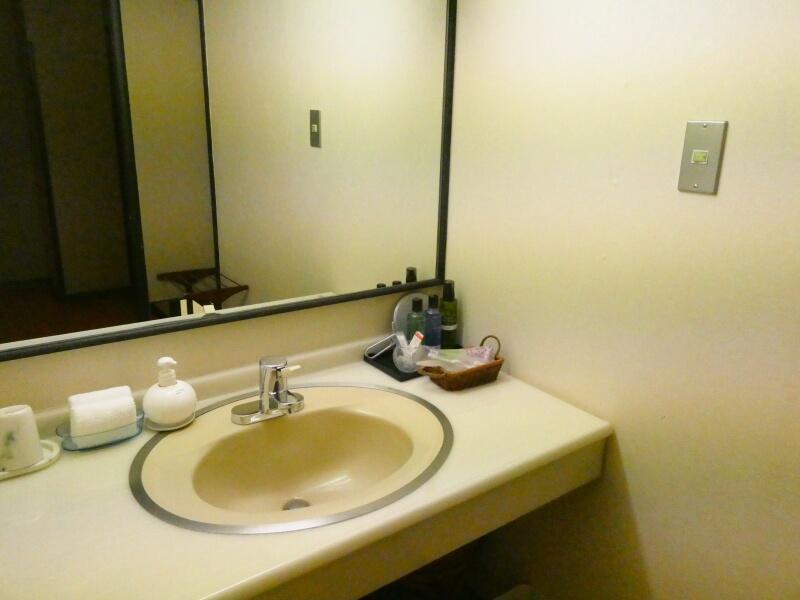 白布温泉_別邸山の季客室「かるかや」の洗面台