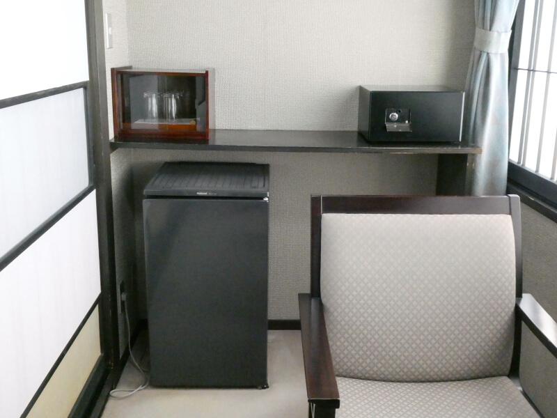 白布温泉_別邸山の季の広縁に置かれた冷蔵庫