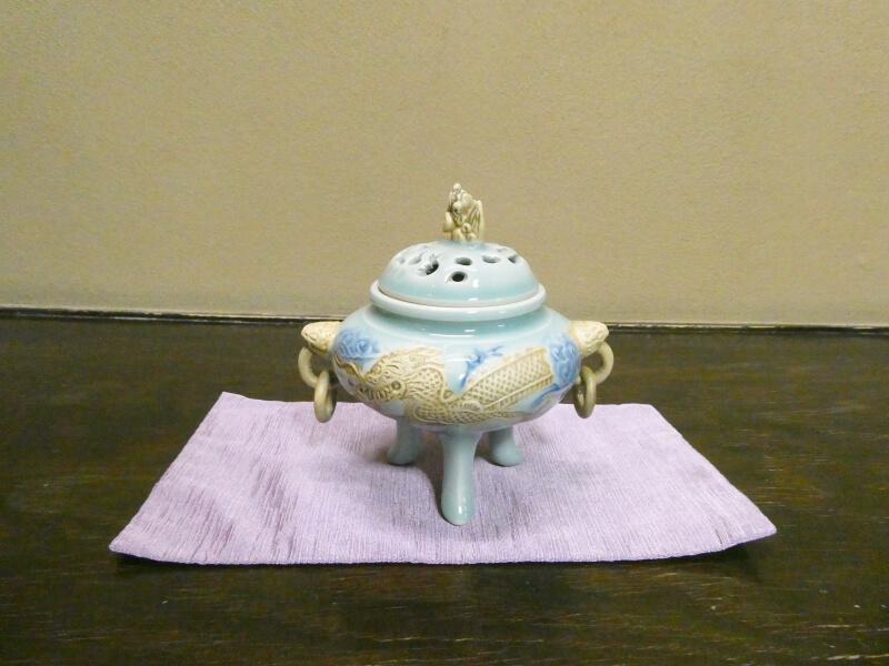 白布温泉_別邸山の季 客室かるかやの床の間に飾られた香炉