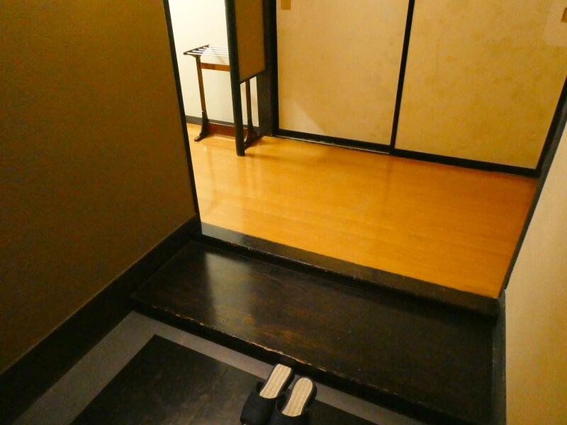 白布温泉_別邸山の季 客室かるかやの玄関