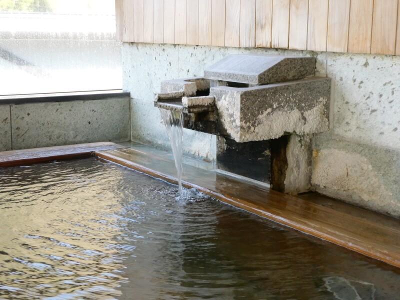 白布温泉_別邸山の季源泉かけ流しの大浴場
