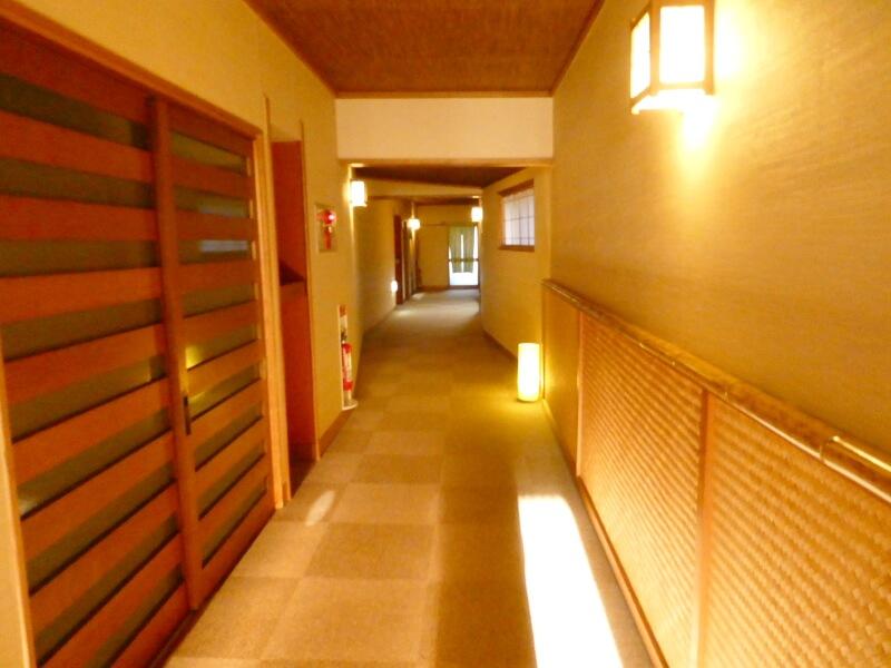 赤湯温泉森の湯の廊下